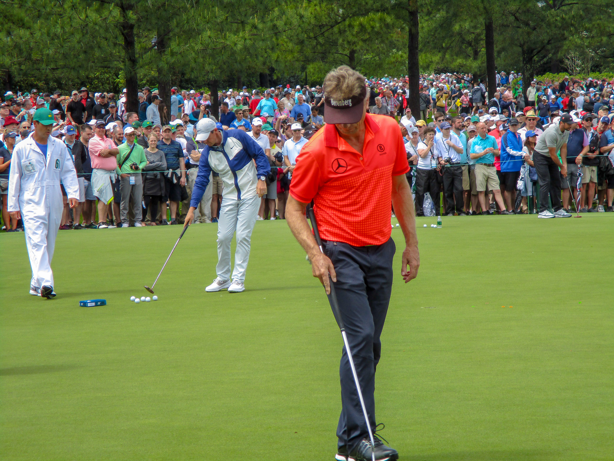 Bernhard Langer, Rory McIlroy, Jason Day auf dem Putting-Grün im Augusta National Golf Club 2019